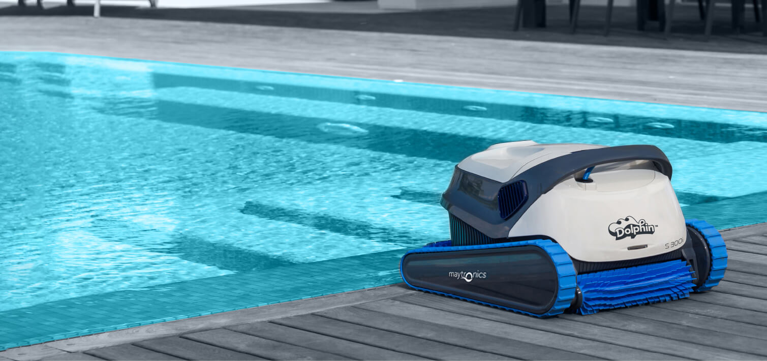 Dolphin S 300i on poolside deck